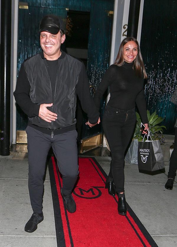 ¿Recluido? Luis Miguel reaparece sonriente y en muy buena ...