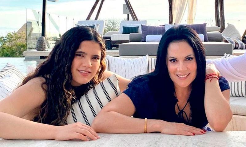 Rubia, con pelo azul o pelirroja: Camila Sodi demuestra
