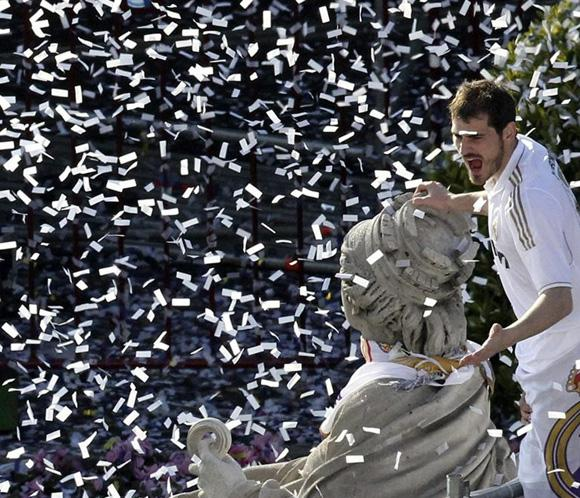 El <strong>Real Madrid</strong> festeja la 32 junto a m&aacute;s de <strong>25.000 aficionados</strong>