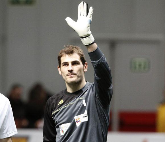 La afici&oacute;n respalda a<strong> Iker Casillas</strong> en la vuelta a los entrenamientos