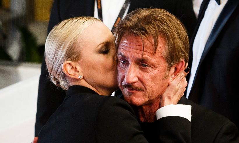Charlize Theron, Sean Penn y el abrazo que no pudieron evitar