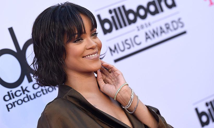 Rihanna envía pizza a sus fieles fans que esperaron bajo la lluvia para poder verla