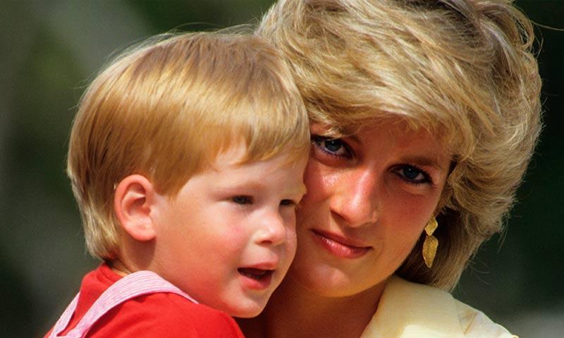 El Príncipe Harry: 'Me arrepiento de no haber hablado de la muerte de mi madre'