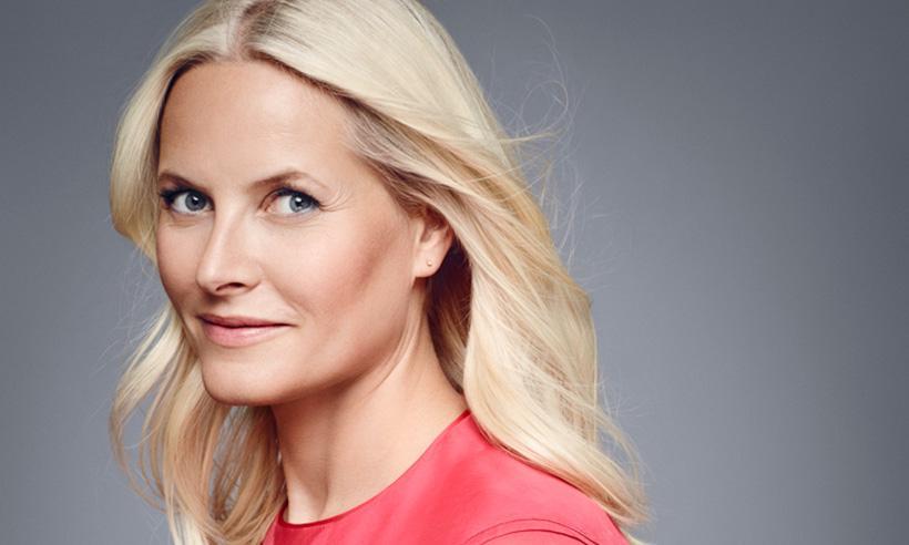 La Princesa Mette-Marit celebra sus 43 años con cuatro radiantes retratos