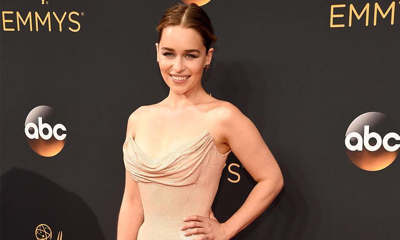 Emilia Clarke revela que su momento favorito de los Emmy fue conocer a Matt Damon