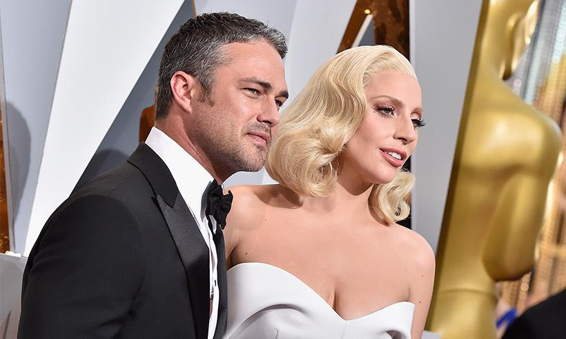 Taylor Kinney habla sobre su vida como soltero tras romper con Lady Gaga