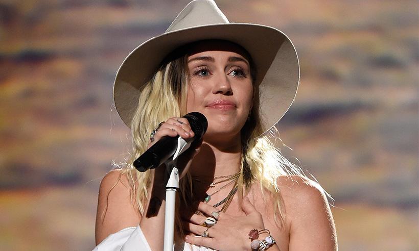 Liam Hemsworth, el mejor apoyo de Miley Cyrus en los Billboard Music Awards 2017