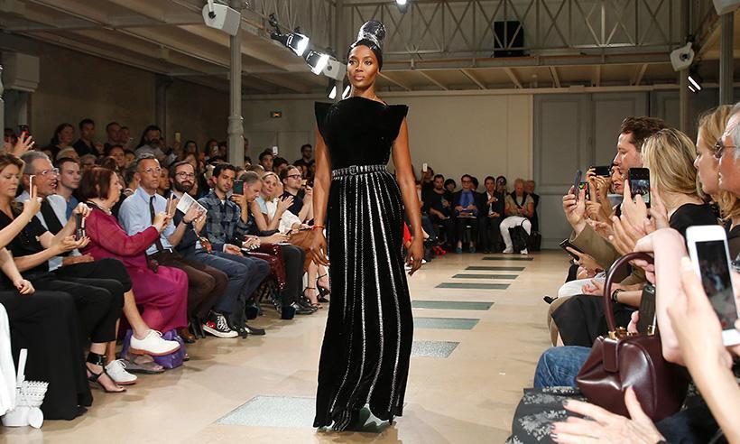 La sorpresiva aparición de Naomi Campbell en la Semana de la Alta Costura de París