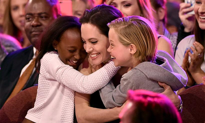 Así es como los hijos de Angelina Jolie le ayudan a lucir espectacular todos los días