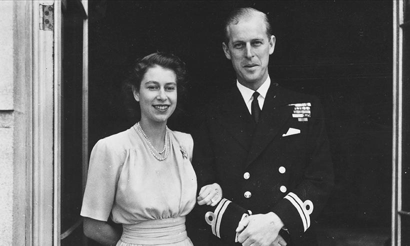 La Reina Isabel y el Príncipe Felipe celebran el 70 aniversario del anuncio de su compromiso