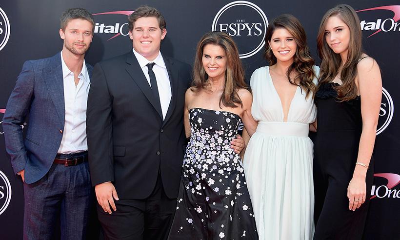 ¡Mamá orgullosa! Maria Shriver desfila con sus cuatro hijos en losEspys Awards