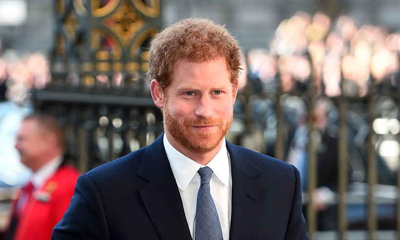 El Príncipe Harry ayuda a la organización de las donaciones de la Torre Grenfell