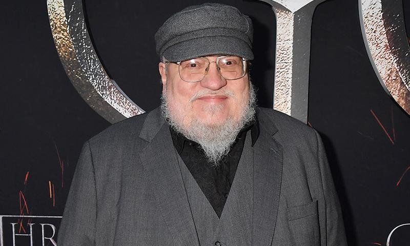 Al estilo de Game of Thrones, George R. R. Martin quiere construir un castillo en el patio de su casa