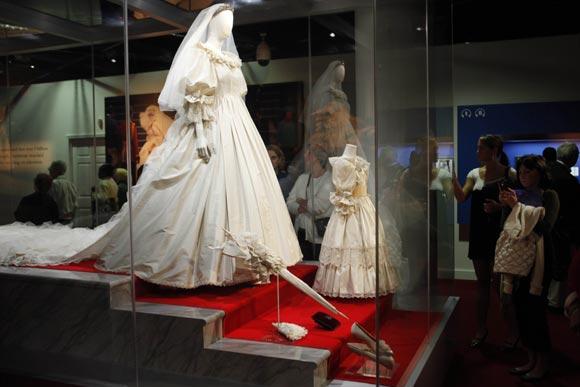 La familia de diana de gales rinde homenaje a la 39 princesa - Lucio barcelona decoracion ...