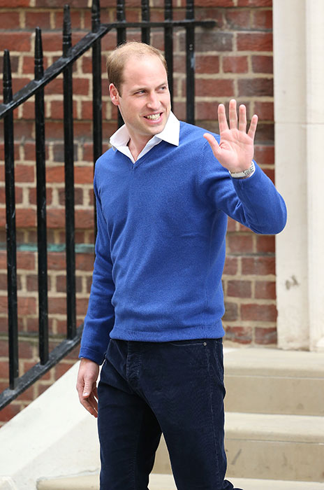 El Príncipe George de Cambridge visita a su hermanita