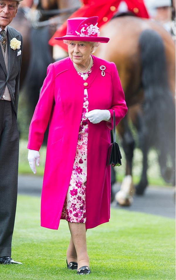Cuáles son los vestidos favoritos de la Reina Isabel II?