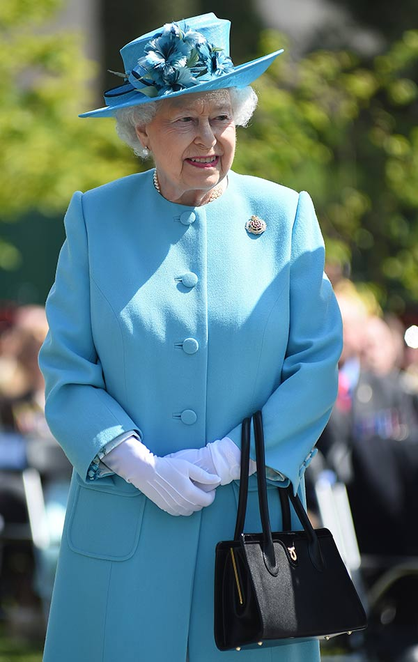 980bb8a7f El misterio detrás de la icónica bolsa de la Reina Isabel
