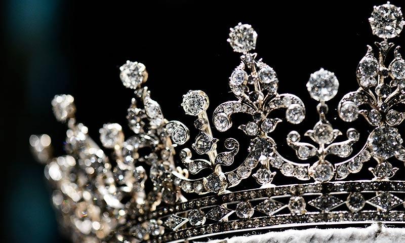 Conoce Todos Los Detalles De Cada Una De Las Coronas De La Reina