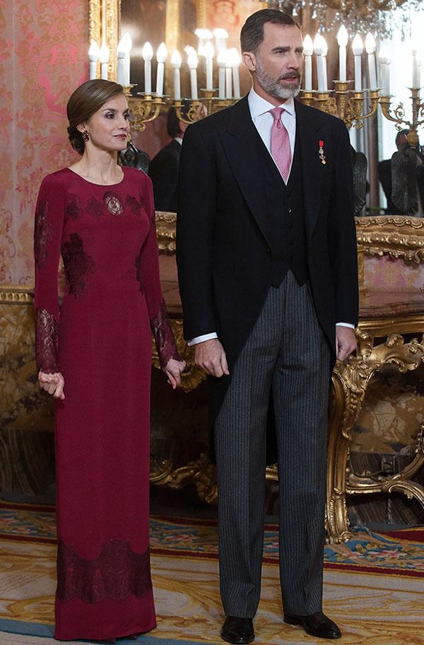 a9d3fe694 La Reina Letizia y cómo revivir un elegante atuendo a la perfección