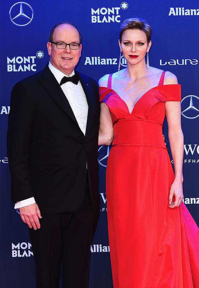 Lady in red, el elegantísimo vestido de Charlene de Mónaco con inspiración de Grace Kelly