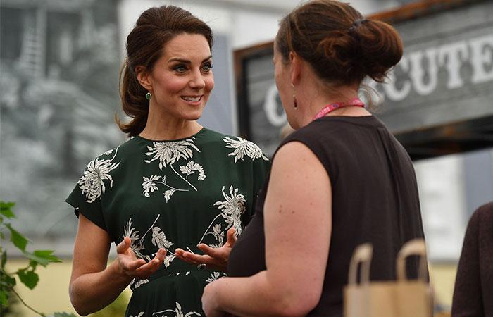 Como si nada, después de casi 20 horas de fiesta, la Duquesa de Cambridge reapareció guapísima