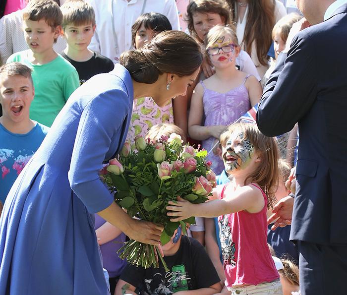 El niño que provocó la risa más espontánea de la Duquesa de Cambridge en Alemania