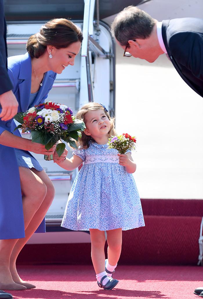 La Princesa Charlotte da lecciones de protocolo y simpatía a su llegada a Berlín