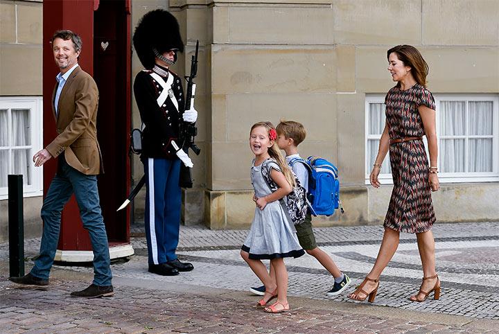 Entre lágrimas y risas, así el primer día de clases de Josephine y Vincent de Dinamarca