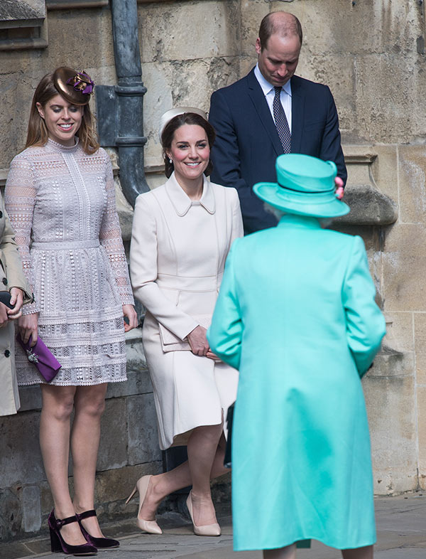 Kate Middleton reverencia
