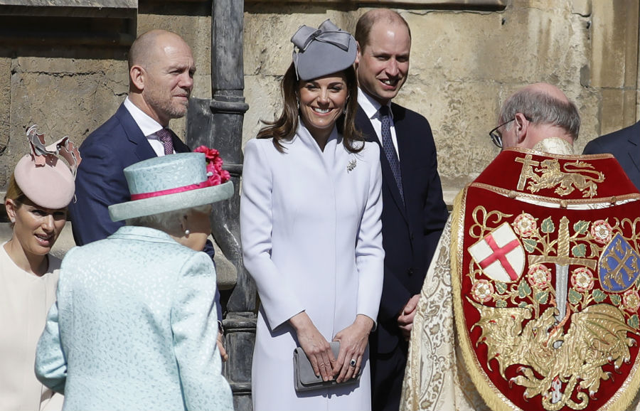 kate-middleton-smiling-the-queen
