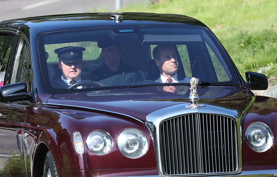 kate-middleton-back-seat-queen-4