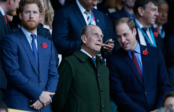 Príncipe Felipe con Harry y William