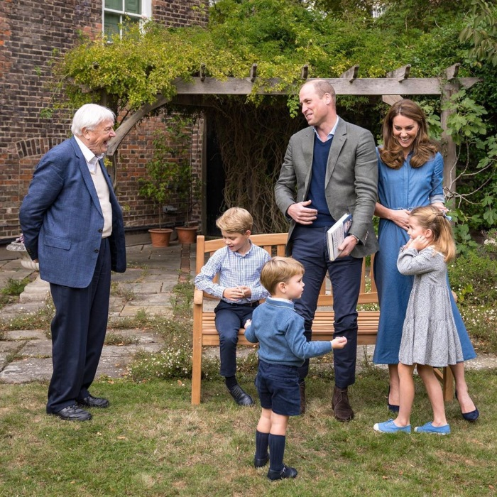 Los Duques de Cambridge, sus hijos y el naturalista David Attenborough