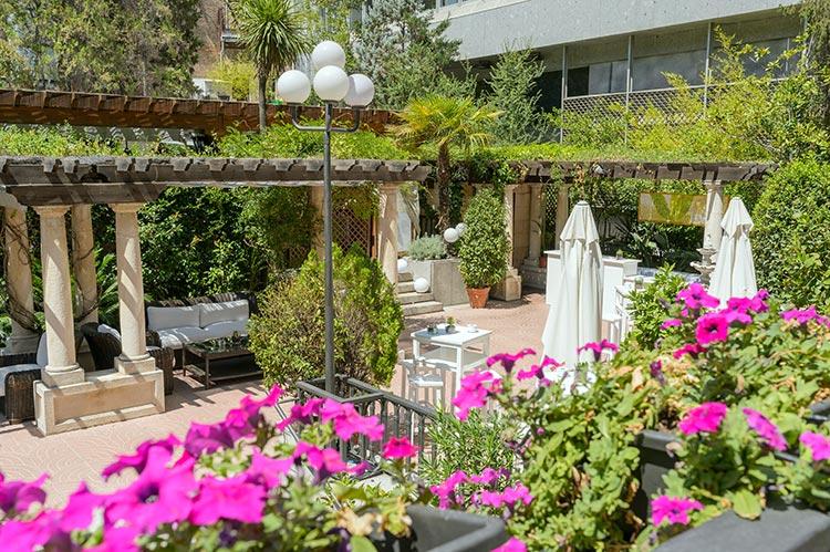 El buen tiempo de madrid se disfruta en colores foto for Jardin hotel miguel angel